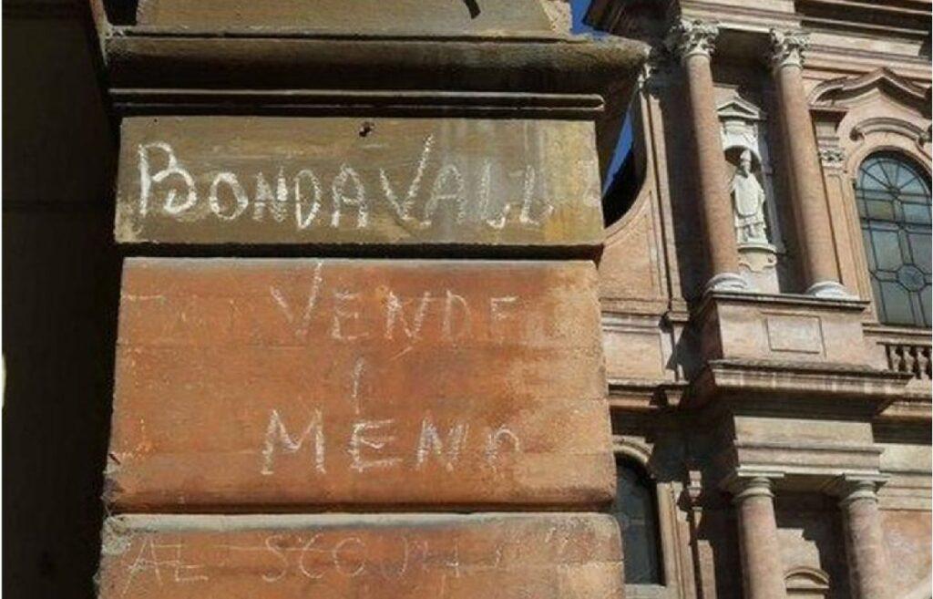 """La scritta originale di Gino Bondavalli sui muri della """"sua"""" Piâsa Céca"""